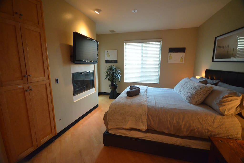 Master Bedroom, King bed, Fireplace, Cable TV