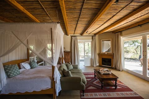 Karoo Suite cottage, Samara Private Game Reserve