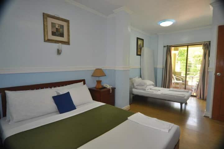 De luxe room w balcony/wifi