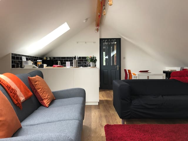 Unique stylish self contained Loft - Southampton.