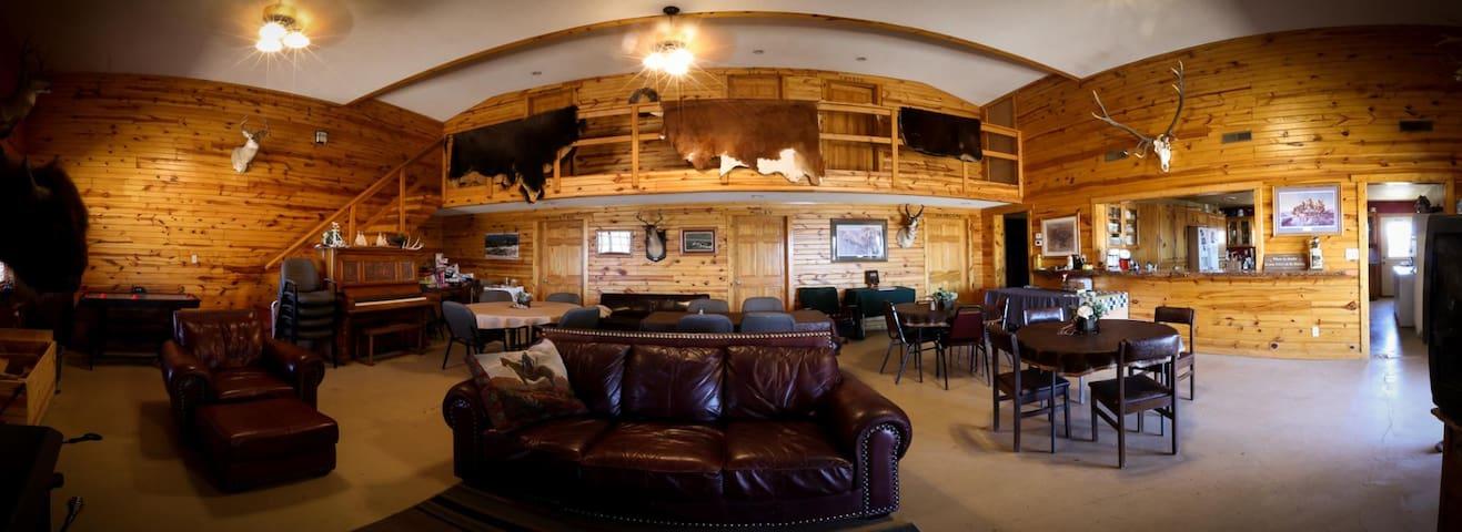 Beautiful ranch lodge (full lodge, 6 bedrooms)