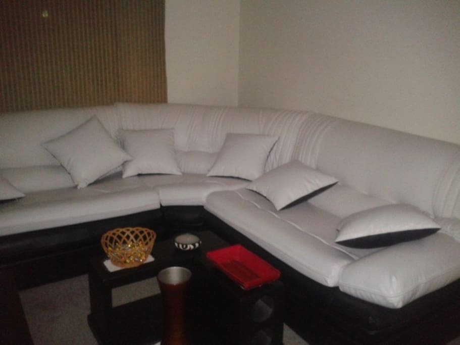 Sala cómoda para ver televisión