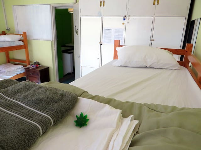 Shared Suite 420 Cannabis Friendly! - Montevideo - Bed & Breakfast
