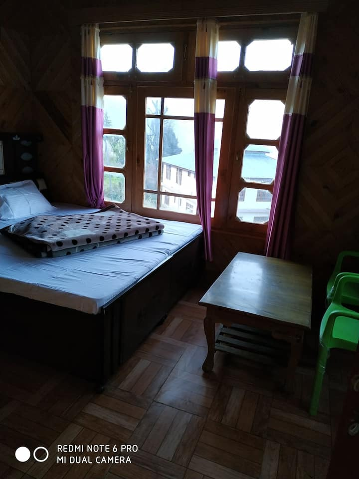 Snow Line Homestay:A Himalayan Village Feel