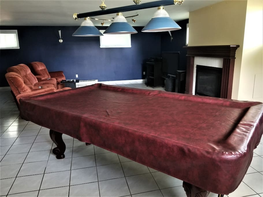 Table de billard et foyer