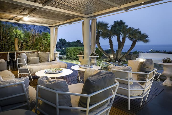 AMORE RENTALS - Villa Afrodite with Sea View, Piscina, Garden and Parking near the Sea