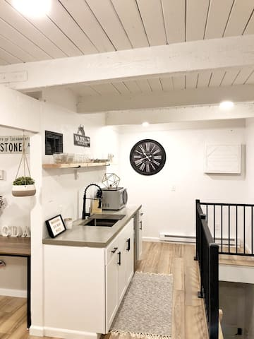 The Fairway Loft - renovated, no cleaning fees!