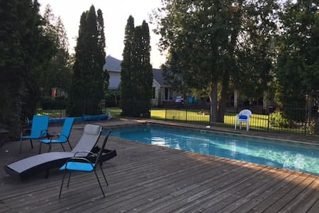 Lakefront house w/ pool - gorgeous! - Cambridge