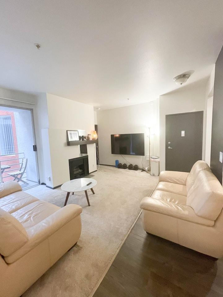 Private room/bath & modern amenities (Studio City)