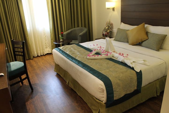 Hotel Aravali Heights Suite Room