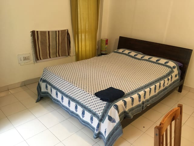 Nice room with wifi and bathroom in Koregaon Park