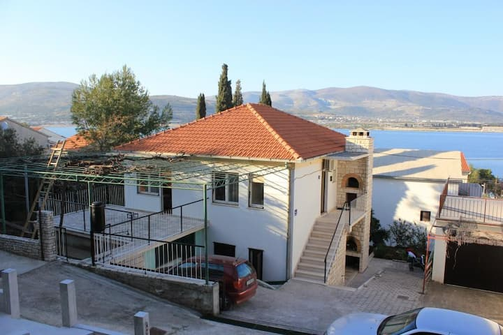 Two bedroom apartment with terrace and sea view Mastrinka, Čiovo (A-7582-b)