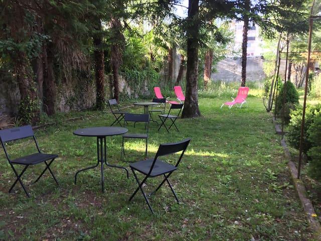 Beau rez de jardin avec terrasse 4p - Lourdes - Byt