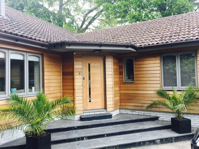 Double room with ensuite, near to Goodwood