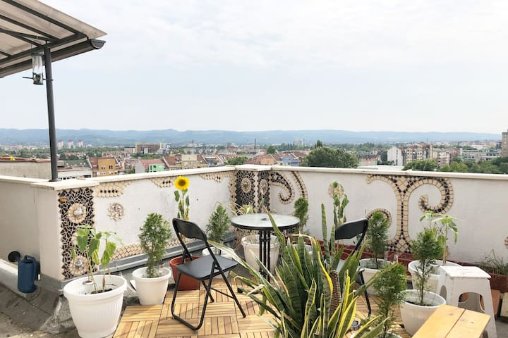 Penthouse: Central, Rooftop balcony, Mountain view