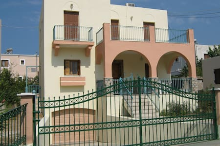 3 BED, 3 BATH 140 sq, m. BEAUTIFUL HOUSE - Kalimnos