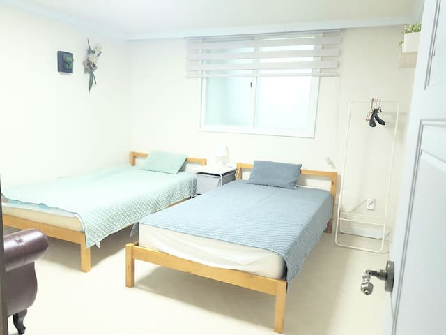 Modern, Renovated Apt in Suwon (Ingye-dong)(For 3)