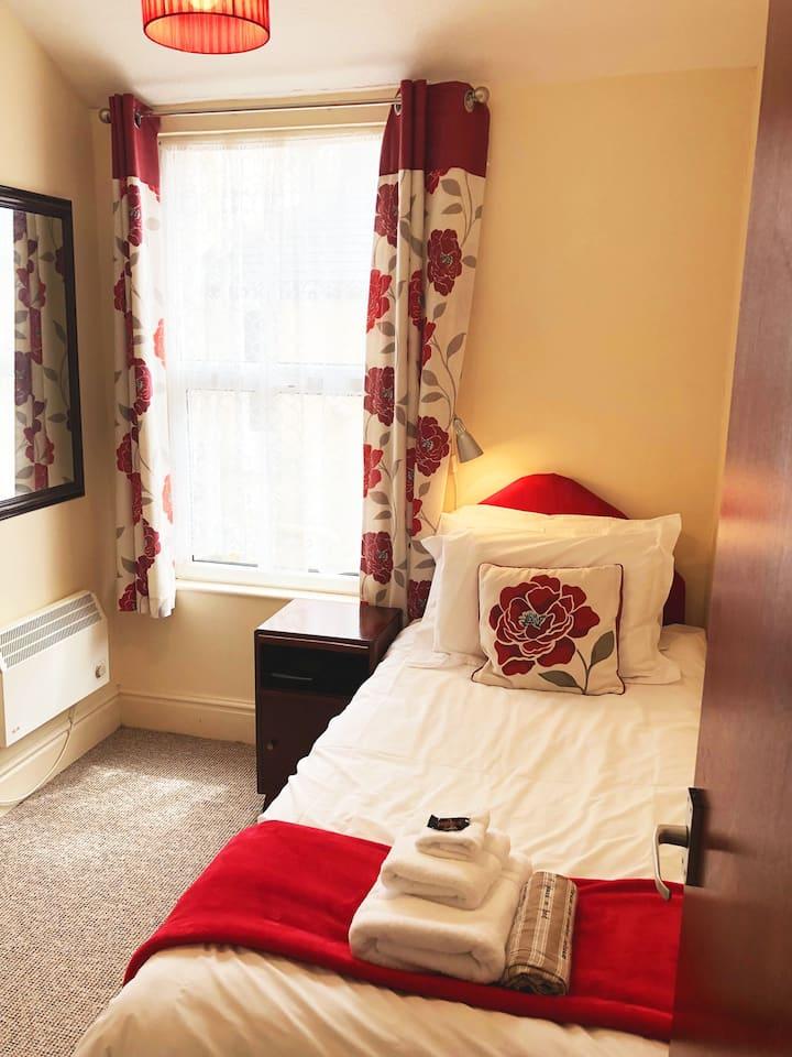The Hutchinson Apartments - Apartment 2 - Studio