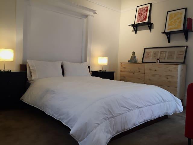 Remodeled flat near trendy Valencia street