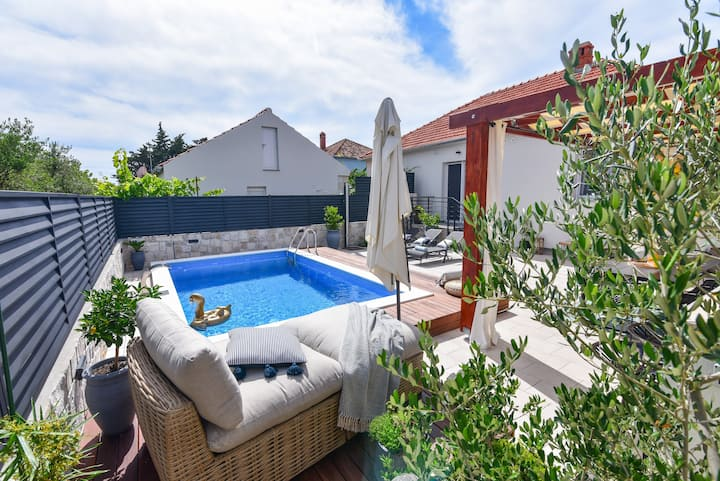 Beautiful Vila Teuta with pool