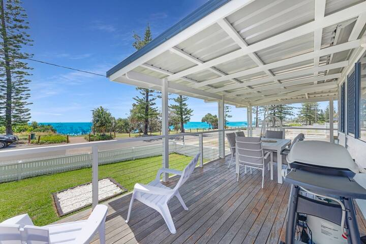 🌊🏊‍♀️ Bargara Beach House with Uninterrupted Ocean Views ⛱