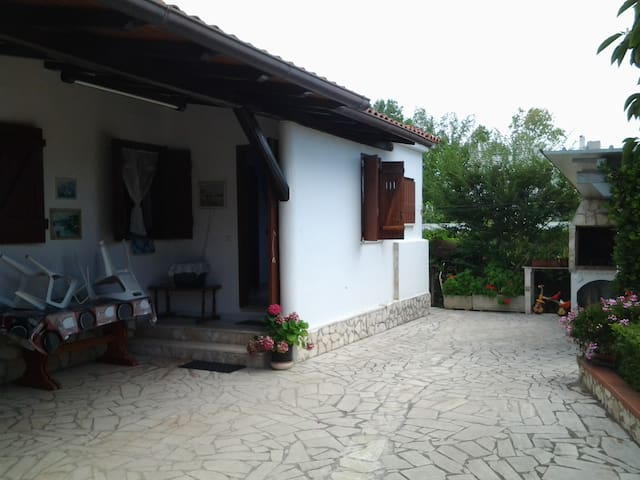 House 400 meters from the beach for 4 people