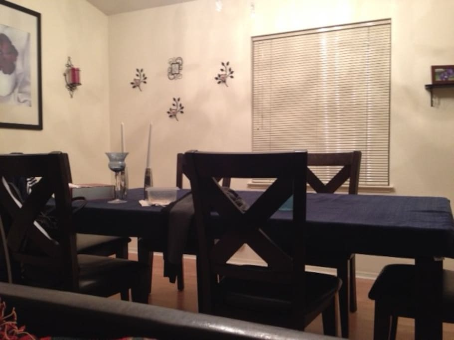Dining/living room table seats 6.