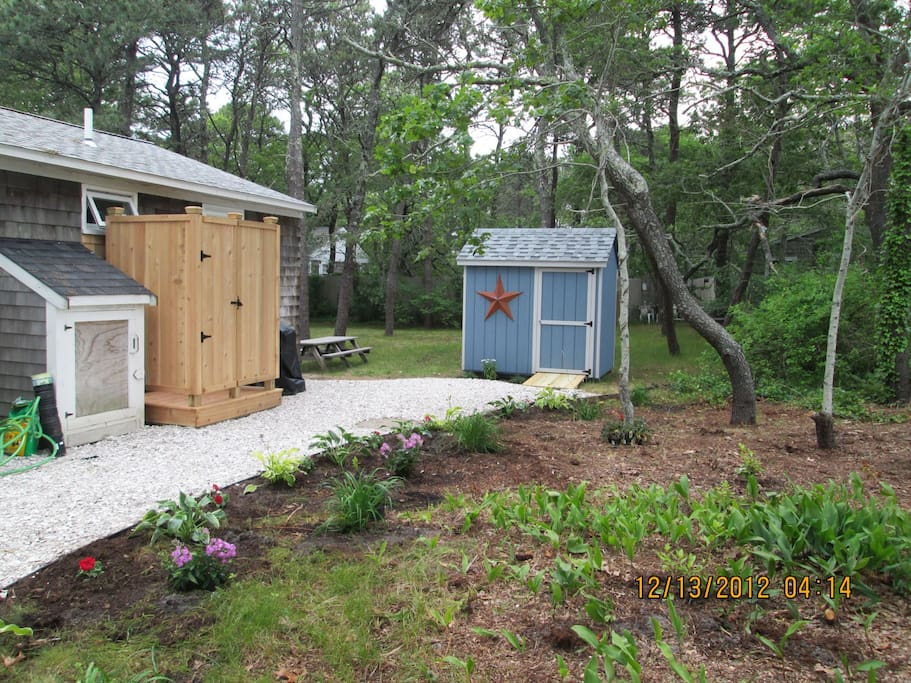 Side garden, outdoor shower and backyard