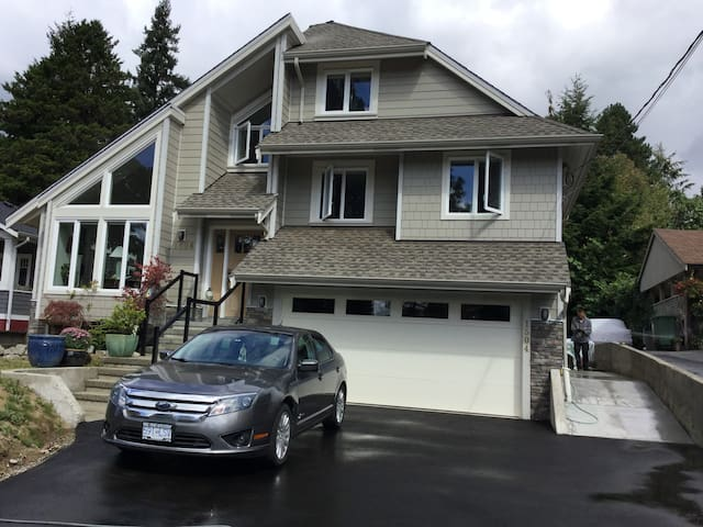 Beautiful suite in the heart of North Vancouver