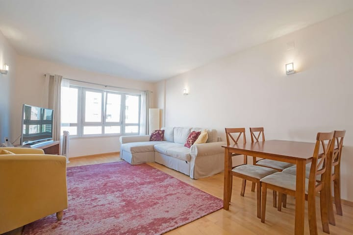 Modern  Home 1 min to Metro and 15 min to Airport