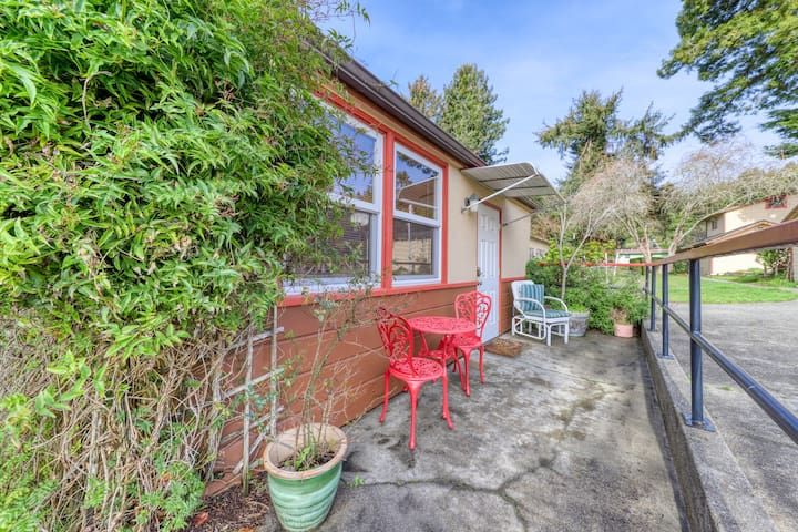 Dog-friendly, centrally-located Arcata studio in a quiet neighborhood