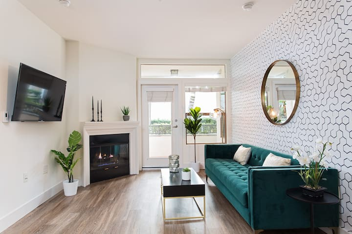 Westwood DELUXE Apartment: 2/2+ POOL+GYM+PARKING!