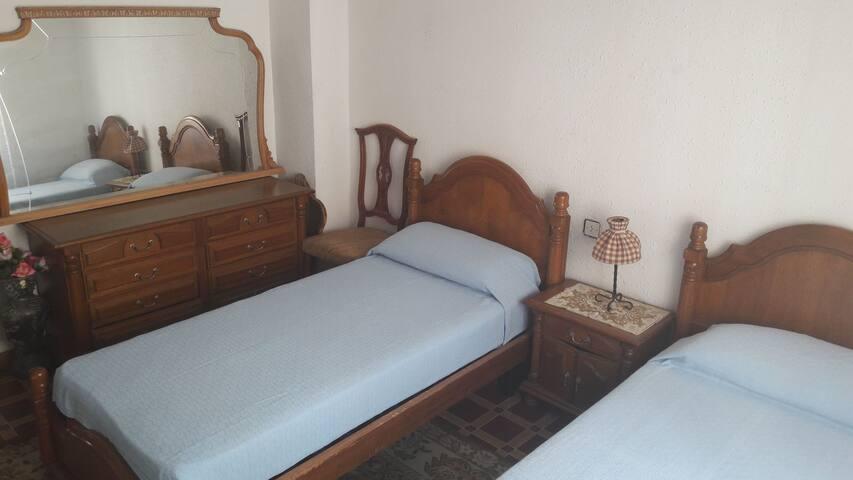 Habitación para 2 personas.Antonio Maura.Alicante.