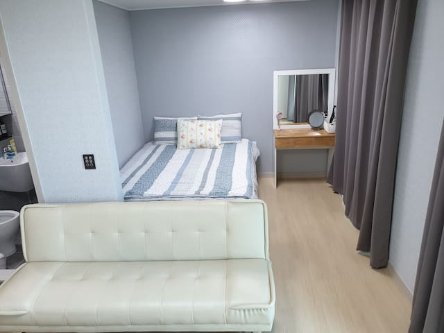 Near KTX Busan Station. NEW OPEN DY HOUSE 6.