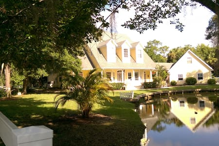 Tropical Cottage next to Kennedy Space Center FL! - Merritt Island