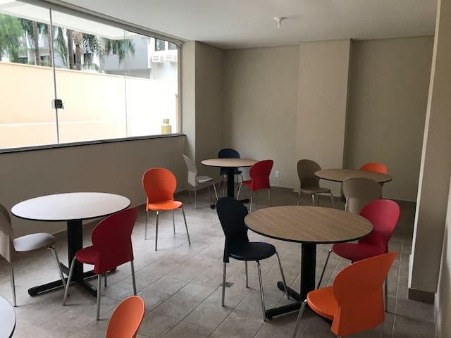 Sala de reunião e leitura