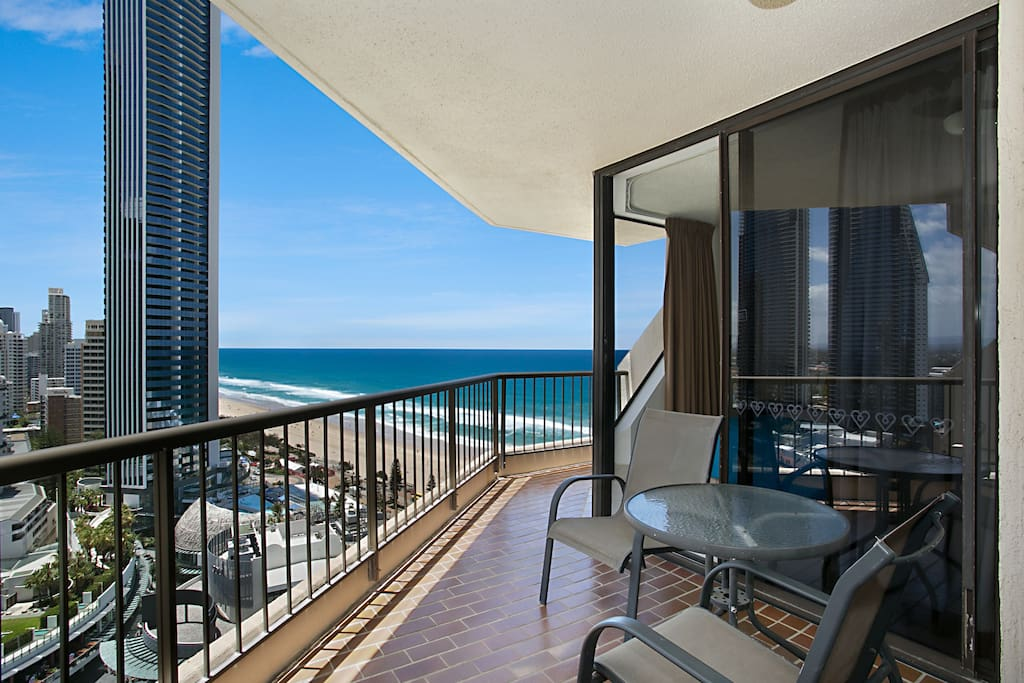 Allunga 21st floor 1 bedroom ocean view apartment apartments for rent in surfers paradise for Cheap 2 bedroom apartments gold coast
