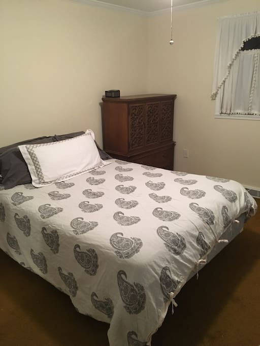 Master Bedroom (Queen)