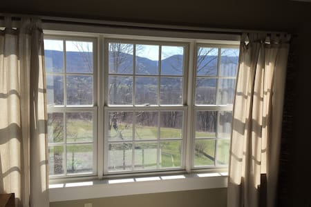 Pear Tree Lane with Amazing  Views - Copake - Lakás
