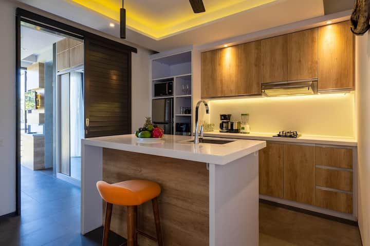 2BR Studio Private Kitchen (400m Finns Beach)