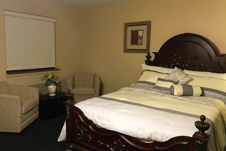 Charming Suite---Panoramic Lake Views - Bed & Breakfast