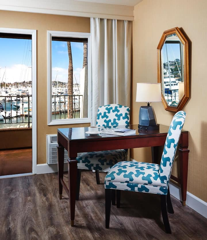 Spledid Junior Suite Double Bed At Shelter Island