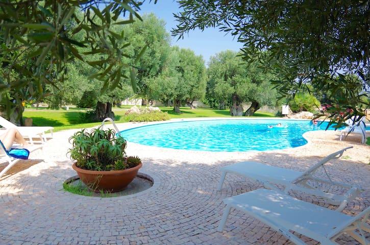 Mediterrane Bungalow-App. im Grünen mit herrl Pool