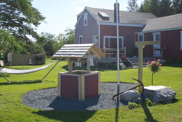 "The Red House ""New"" Unit nice for 6 - Cranberry Isles - Condo"