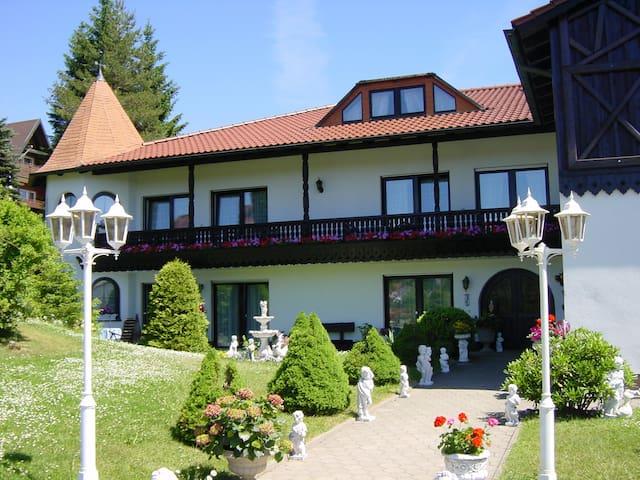 Pension Jägersruh -Ferienwohnung 1/3- - Fichtelberg - Byt