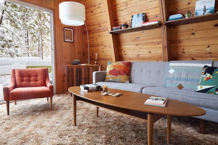 Treehouse Vibes–Forest Backyard Mid-Century Modern - Big Bear