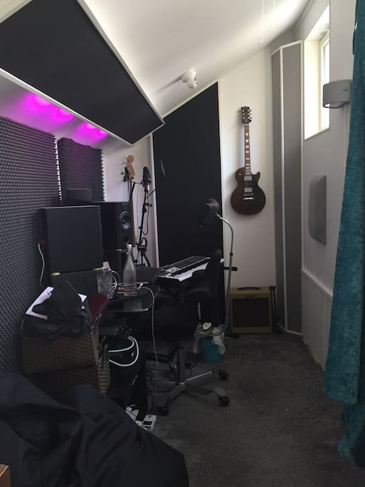 Music Studio (can be made into third bedroom with provided air madras)