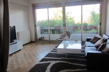 Chambre spacieuse et moderne dans appartement T3 - เอ็กซ์ซองโพรวองซ์ - (ไม่ทราบ)