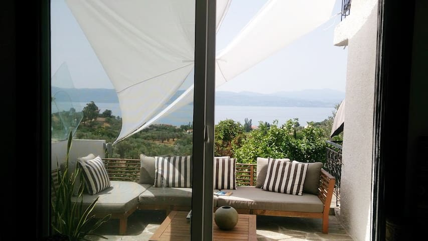 Luxurious appartment with magnificent sea view - Amarynthos - Departamento