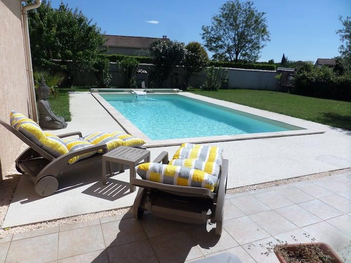 Mazet indépendant avec piscine